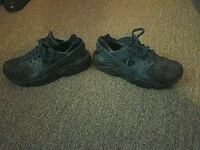 Men's Nike sneaker size eight and a half