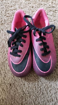 Nike soccer shoes for girl size 9