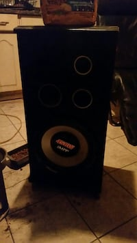black IMPP subwoofer 450watts St. Catharines, L2R