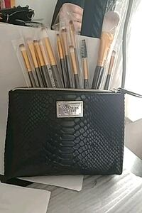 V.S Cosmetic Makeup bag w/brushes Horizon City, 79928