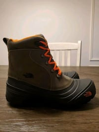 New Boys Size 7 North Face Waterproof Boots