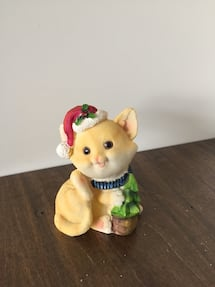 Ceramic kitten Christmas decor