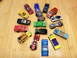 Lot of 17 vintage toy cars