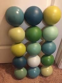 Green and multicolored ball lot Laurel, 20723