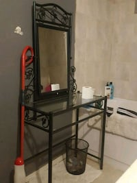 Glass table/stand with mirror Surrey, V3W 8J8