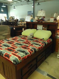 green and red bed sheet Lakeland, 33809