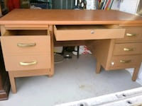 brown wooden single-pedestal desk and 2 small tabl Severn, 21144