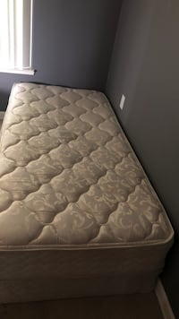 quilted white and gray floral mattress Redding, 96001
