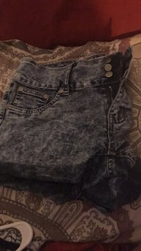 Size 9 shorts. Bought them & never wore them.  North Las Vegas, 89032