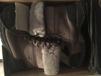Pair of grey hug boots with box size 9 for men Laval, H7E 2J5