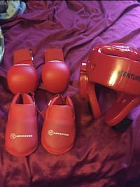 Kids sparring gear barely used  Niagara Falls, L2H 2T9