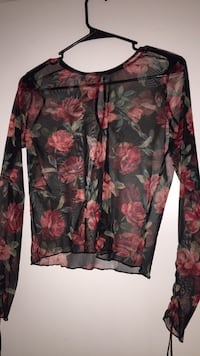 Rose shirt size medium Bakersfield, 93308
