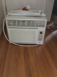 Air conditioner almost BRAND NEW Pacifica