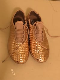 Gold sneakers women's size 6 Charlotte, 28211