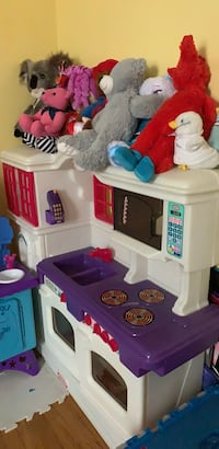 white and purple kitchen play set New Carrollton, 20784