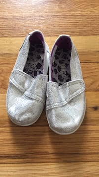 Toddler size 7 silver shoes Madison Heights, 48071