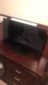 black flat screen TV with remote Woodbridge, 22193