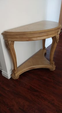 Half moon entrance table