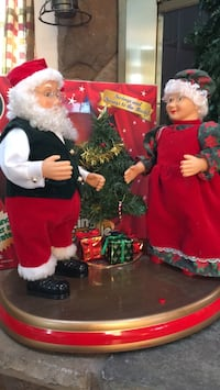 Dancing Santa couple Harpers Ferry, 25425