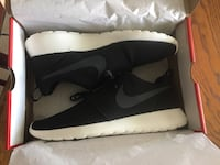 Brand New Nike Roshe One Shoes Still In The Box In Size 12 (The First $35 Takes Them) 2056 mi