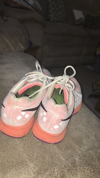 Pair of pink-and-white nike sneakers Niles, 49120