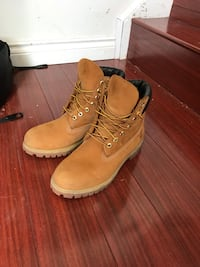 """6"""" Wheat Timberlands Size 8.5 Mississauga, L5N 1Y2"""