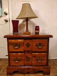 Nice solid wood night stand with big drawers in ve Annandale, 22003