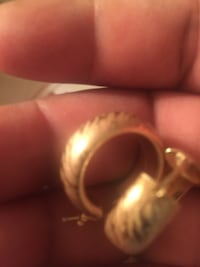 gold-colored ring with box Elizabeth, 07201