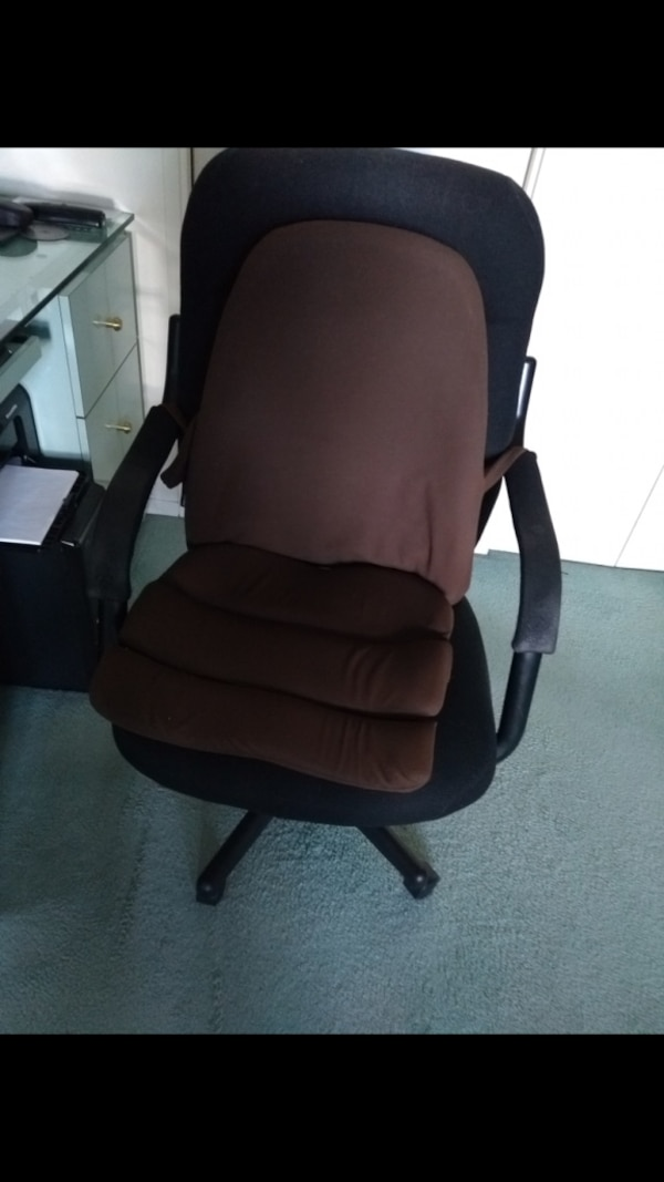 black and brown rolling armchair