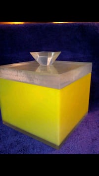 Vintage yellow thick container almost like a Plexi glass Hemet, 92544