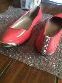 pair of pink patent leather flat sheos London, N6H 5S8