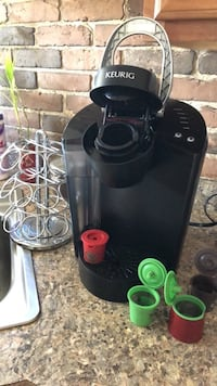 Kurig coffee maker w/ extras Fort Myers, 33905