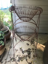 Double iron plant stand