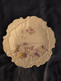 "Vintage  6 1/2"" white plate with flowers Palmdale, 93551"