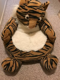 Small child's tiger plush chair Huntington, 11746