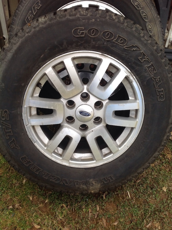 4 tires and wheels off ford expedition. good year 18 in 5ea6036b-9cc8-46a1-ac0c-812d51a6447e