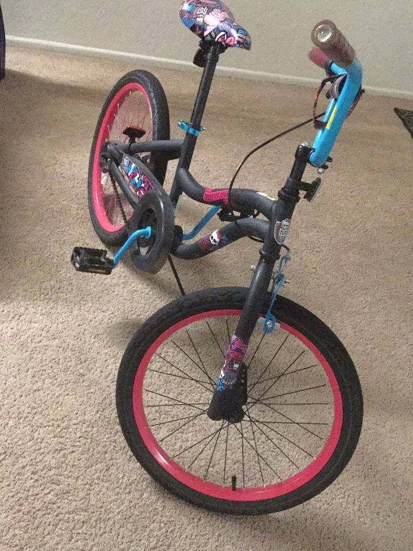 Monster high 21 inch girls cycle in good condition***Reduced price 3773b85b-e330-469f-9971-2b53d9b498db