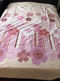 Double Size Bedding Set Included: 1X Bed Fitter 1X Duvet Cover  2X Pillow cases  Nice and clean.  Markham