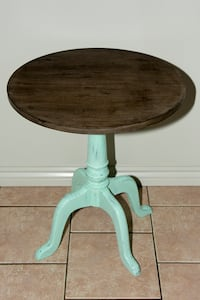 Distressed Accent Table - price reduced Ottawa, K1B 4M8