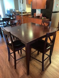 High top dining room table with 4 chairs Huntington Beach, 92647
