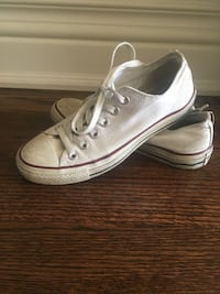 Pair of white low-top sneakers Converse Size 7
