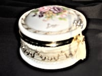 VINTAGE HAND PAINTED ( BY BERGER ) PORCELAIN CONTAINER, BOWL OTTAWA