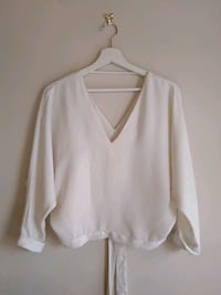 RIVER ISLAND white v-neck long sleeve shirt Greater London, SE19 3NL