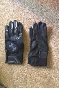 Under Armour football gloves, 10/10 condition, retails at $50 plus tax Toronto, M1K 4N8
