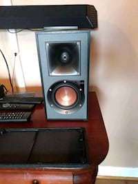 Klipsch  R-41PM Powered monitor bookshelf speakers