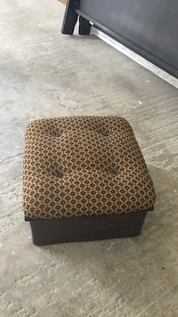Brown and black tufted square ottoman Youngstown, 44514