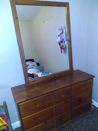 Bedroom set dresser w/mirror, chest of drawers, night stand and bed
