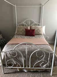 Canopy Bed (Full size/White)