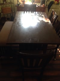 Like new dining room table 5 chairs + bench!! 869 mi