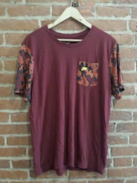 maroon scoop-neck shirt St. Catharines, L2R 3M2